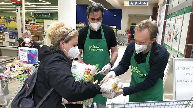 Potravinová sbírka vynesla v kraji téměř devět tun potravin.