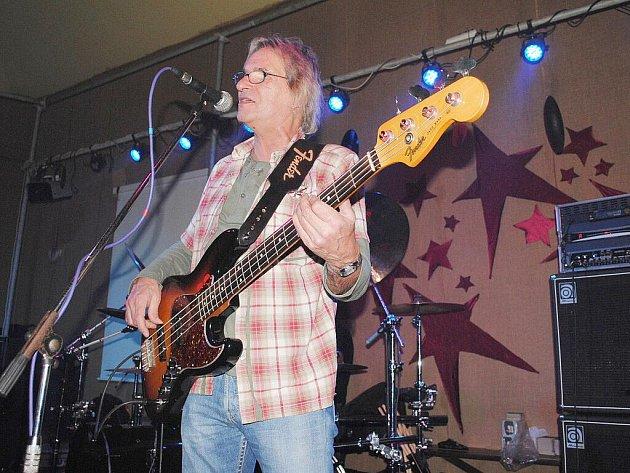 Karlovarská kapela Uriah Heep revival zahrála v ašském Klubíčku.