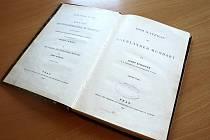 Symbolické je, že  právě letos slaví knihovna sté narozeniny a  že je nalezenou knihou publikace Egerländer Mundart (Egerlandské nářečí).
