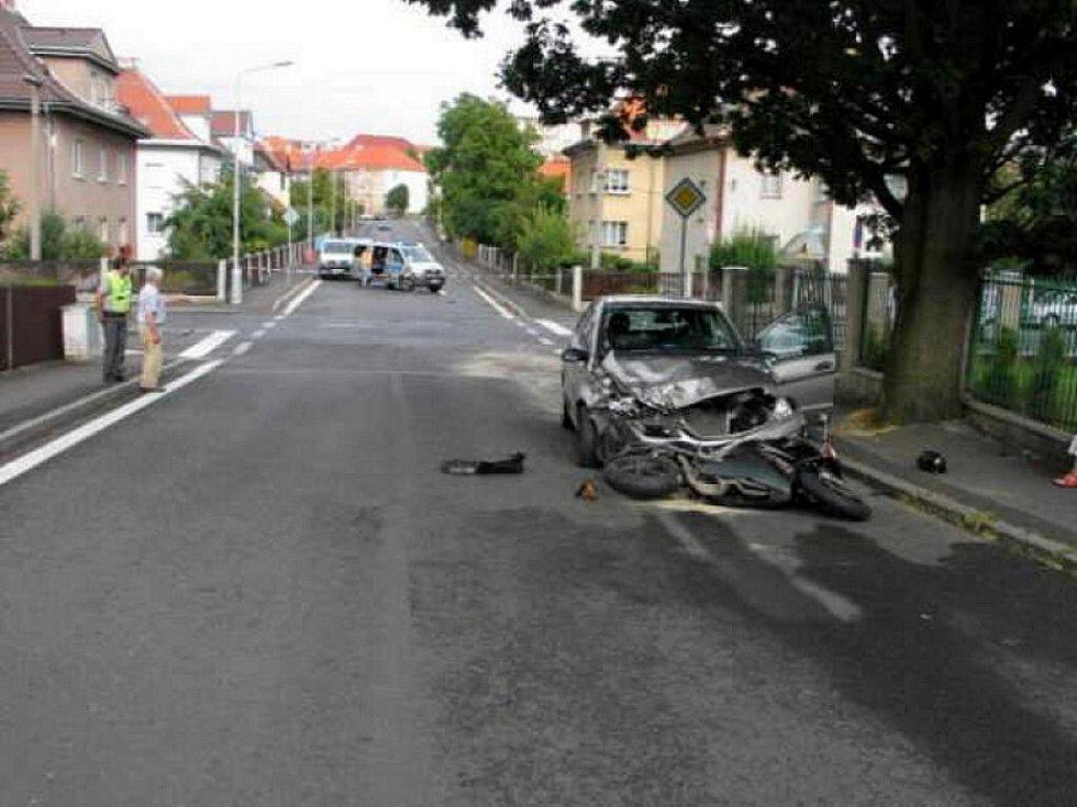 Tragická dopravní nehoda, ke které došlo na křižovatce ulic Dragounská a Písečná v Chebu