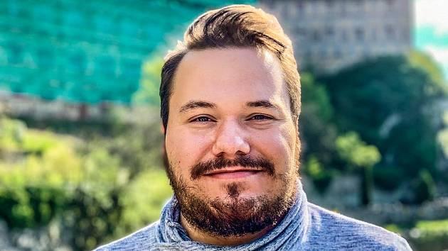 Jakub Jestřáb z Chebu absolvoval střední zdravotnickou školu a následně Zdravotně sociální fakultu Jihočeské univerzity v Českých Budějovicích.