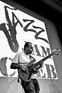 Filip Spálený s basovou kytarou