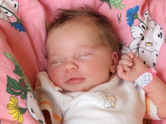 MARIE HUMLOVÁ bude mít v rodném listě datum narození úterý 4. června 0.32 hodin. Na svět přišla s váhou 3 270 gramů a mírou 50 centimetrů. Doma v Chebu se z malé Marušky těší sestřička Štěpánka spolu s maminkou Kateřinou a tatínkem Petrem.