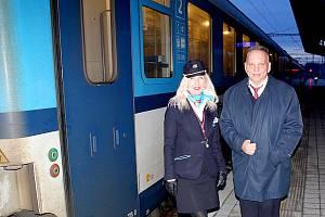 MARÍNA IZMÁLKOVÁ A JAROSLAV KLYEISEN budou trávit sváteční den ve vlaku Českých drah.
