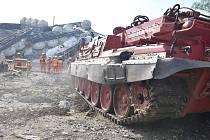 Vyprošťování vykolejených vagonů na trati mezi Mariánskými Lázněmi a Chodovou Planou.