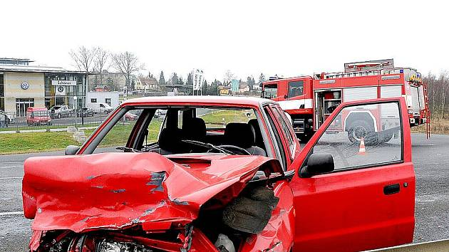 Dopravní nehoda se udála v Chebu na Pražské ulici.