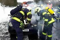 HASIČI likvidovali požár osobního automobilu.