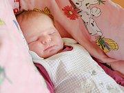 ROZÁLIE si poprvé prohlédla svět v chebské porodnici v pondělí 9. října v 9.55 hodin. Při narození vážila 4 000 gramů. Maminka Klára a tatínek Martin se těší z malé Rozálky doma v Habartově.