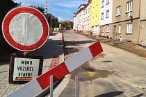 Kompletně uzavřena je část chebské ulice Obětí Nacismu. Stavební práce vyjdou na necelé tři miliony korun.