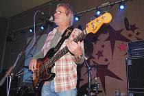 V ašském klubu Klubíčko koncertovali karlovarští Uriah Heep revival.