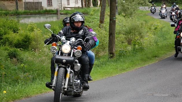 V kostele svatého Jana Křtitele ve Vysoké u Staré Vody zahájila více jak stovka motorkářů ze všech koutů republiky i sousedního Německa sezonu.
