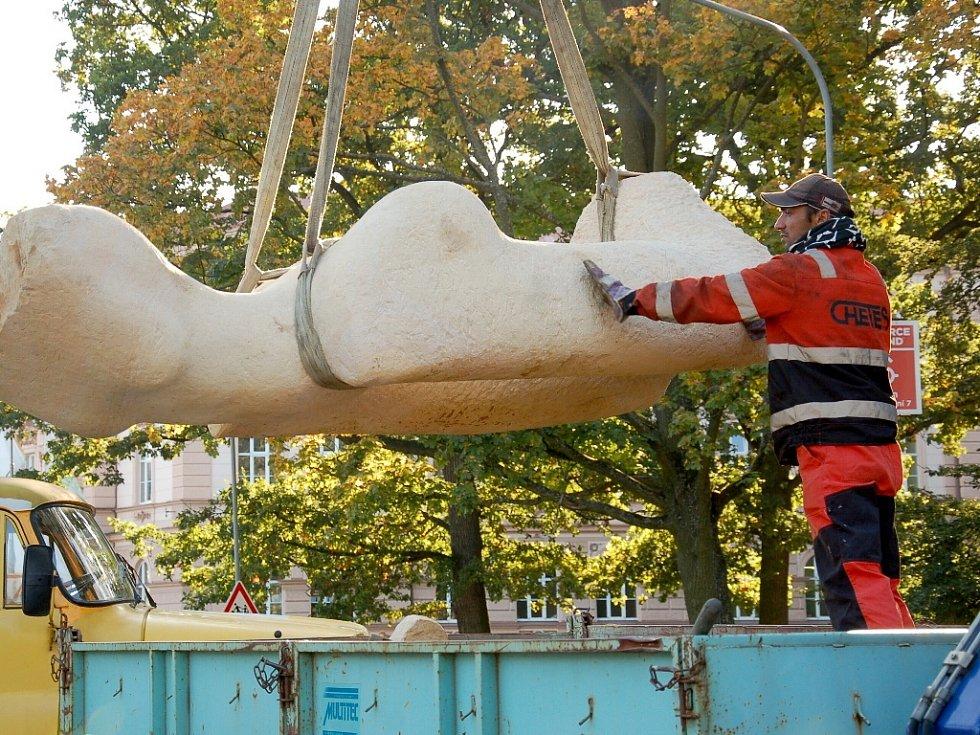 CHEBRANKA! Takový název nese socha Pavla Cupáka, která je instalovaná v parku v chebské Kubelíkově ulici.