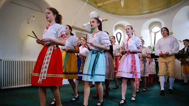 Folklorní soubor Marjánek přiblížil různé velikonoční zvyky.