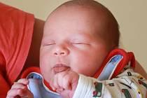 DANIEL PAŤHA se poprvé rozkřičel v úterý 23. dubna v 3.50 hodin. Na svět přišel s váhou 4 110 gramů. Doma v Aši se z malého Danielka těší sestřičky Michaela s Veronikou, maminka Miloslava a tatínek Jaroslav.