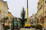 Na první adventní neděli se rozsvítil ve Františkových Lázních vánoční strom i slavnostně vyzdobený altán u Františkova pramene.
