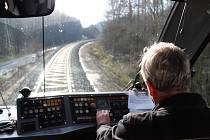 Malebnou trať mezi dvěma lázeňskými městy, Karlovými Vary a Mariánskými Lázněmi, čekají další vylepšení. Nyní získalo toto železniční spojení ocenění prestižního britského webového servru.