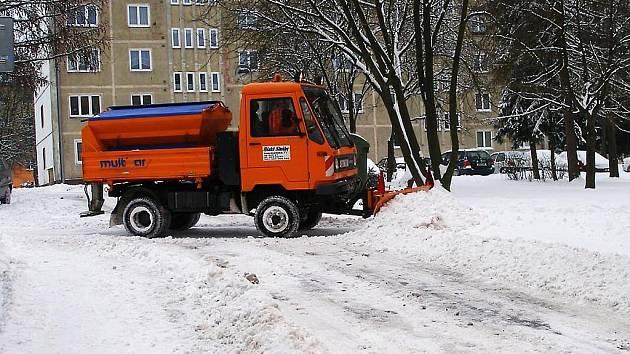 ZIMNÍ ÚDRŽBA v Aši je náročná, minulý rok například začal padat sníh už 14. října.