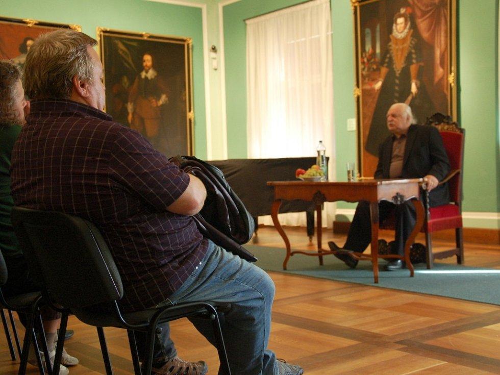 Další ročník Knihobraní v chebském muzeu přilákal stovky návštěvníků.