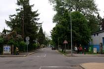 UŽ JEN OD LIBUŠINY ULICE KE HRADEBNÍ! Od pondělí projedou motoristé Brandlovou ulicí už jen jedním směrem.