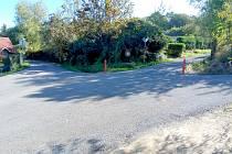 Chatová oblast Podhoří se dočkala oprav povrchů komunikací penetračním nátěrem.