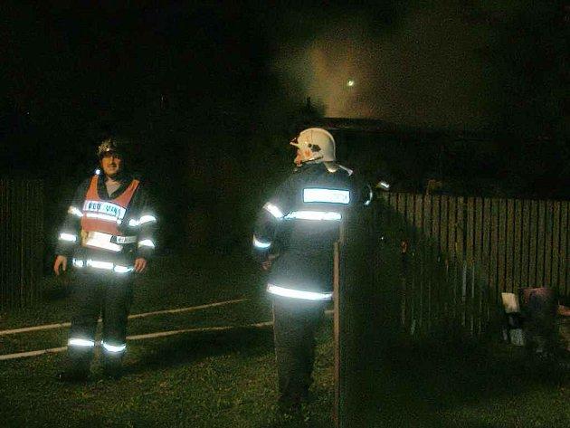 Požár dřevěnných kůlen v Hazlově
