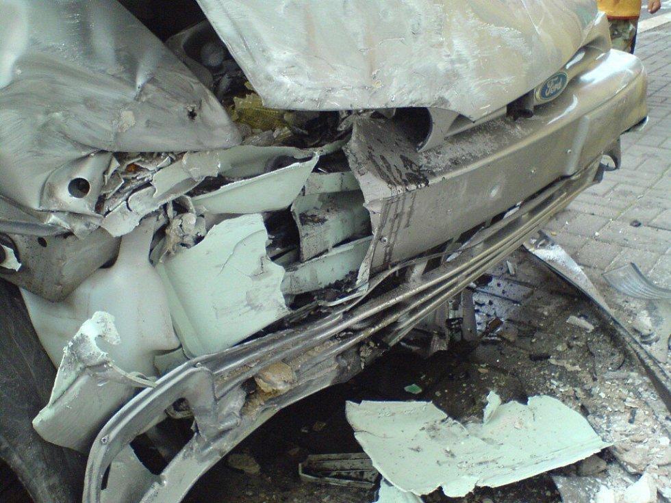 Dopravní nehoda u Kasárního náměstí v Chebu objektivem čtenáře Chebského deníku