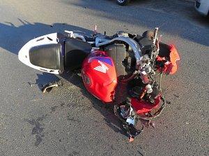Tragická dopravní nehoda motorkáře v Jungmannově ulici.