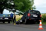 V pondělí 13. července večer došlo mezi Chebem a hraničním přechodem Svatý Kříž ke srážce dvou osobních vozidel a motocyklu
