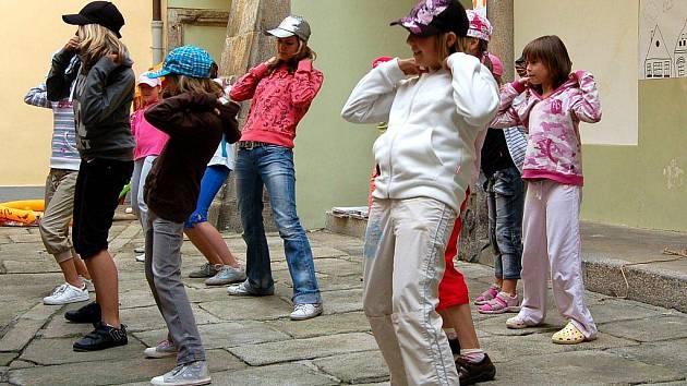 Příměstský výtvarný tábor v chebském muzeu děti láká