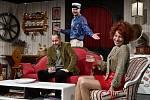 Po přestávce pak diváci uvidí nové nastudování dnes už klasické aktovky Václava Havla z roku 1975, v níž snobští manželé hostí svého přítele, disidenta Bedřicha, aby mu ukázali, jak by mohl žít, kdyby se jen trochu víc snažil.