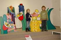 NA DĚTI v mariánskolázeňském muzeu, které v sobotu navštívily putovní výstavu Zpátky do pohádky, čekala soutěž ze znalostí českých pohádek a také Divadlo z bedny.
