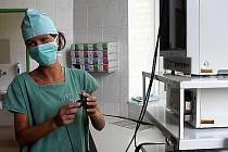 Útlum  rozsahu lékařské péče  má podle chebských komunistů za následek  snižování zájmu odborného personálu o  práci v  nemocnici v Chebu. I
