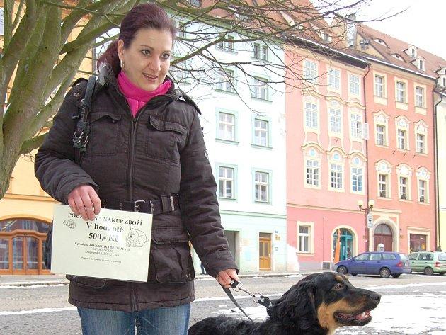 Chovatelka Ivana Mährerová z Aše s fenkou Molli.