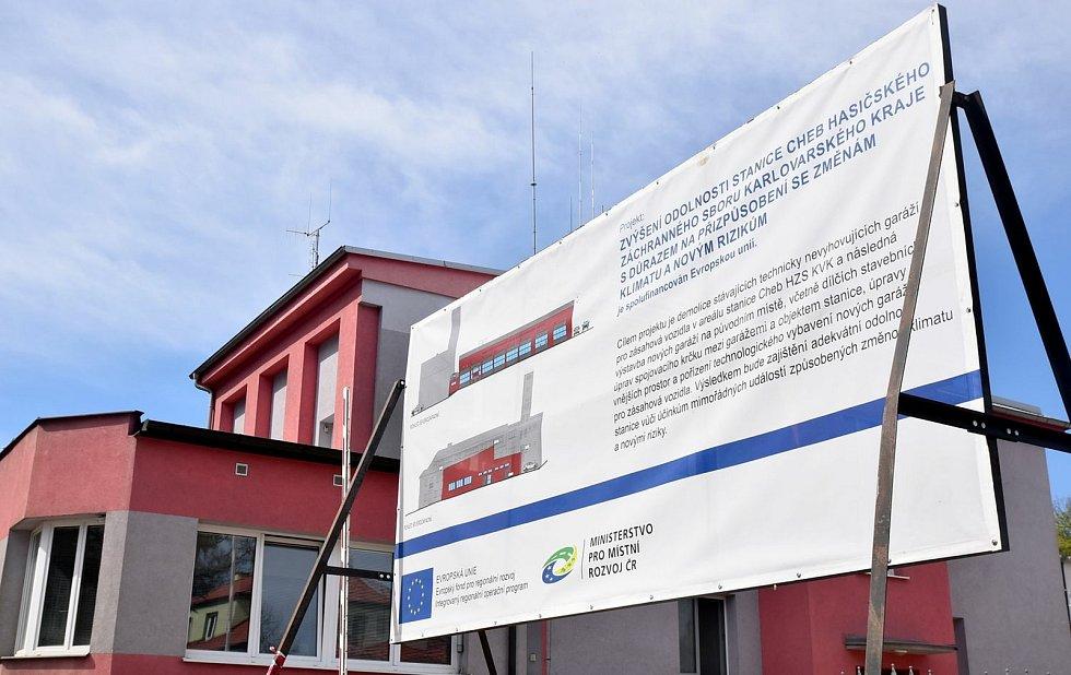 Nové garáže v prostorách chebské hasičské stanice.