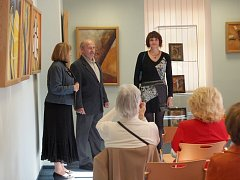 Poslední letošní výstavu slavnostně představilo františkolázeňské městské muzeum. Tentokrát mohou příchozí zhlédnout díla Jany Audesové, která se věnuje kresbě, malbě, keramice, tapisérii a především grafice.