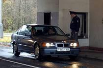 Z CELNÍKŮ BUDOU POLICISTÉ. V pátek vstoupí Česká republika do Schengenu a celníci přestanou střežit hraniční přechody. Některé obce se bojí nekontrolovaného pohybu lidí.