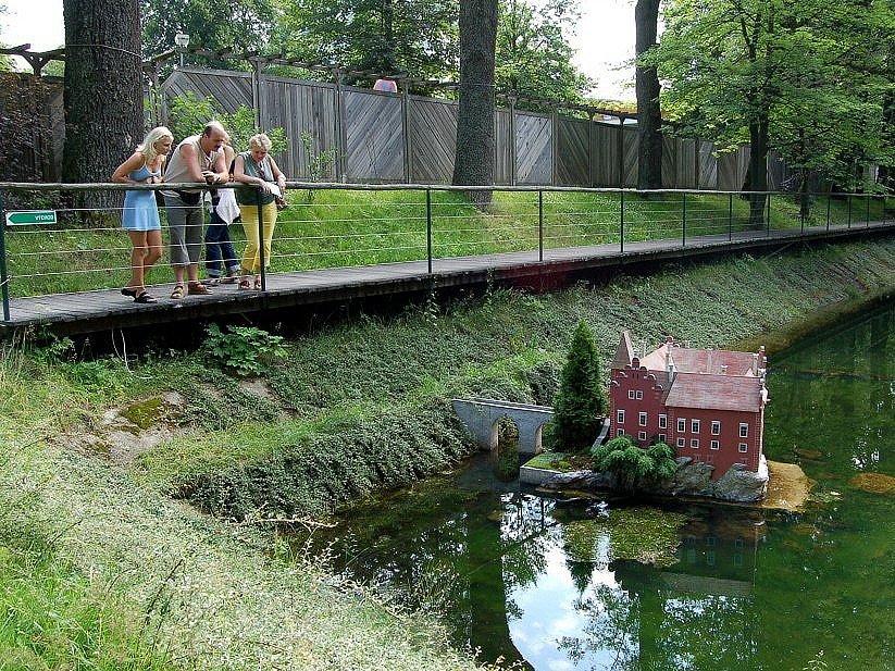Miniaturpark Mariánské Lázně - zámek Červená Lhota