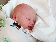 SIMON GMEINWIESER se narodil v pondělí 26. října v 8.03hodin. Na svět přišel s váhou 3 500 gramů a mírou 50 centimetrů. Z malého Simonka se raduje doma v Aši bráška Florianek spolu s maminikou Zlatou a tatínkem Erwinem.