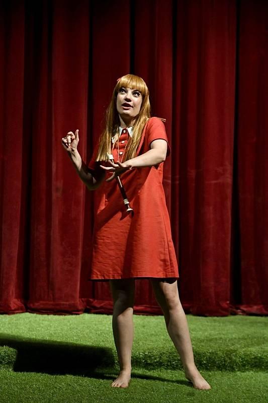 Zeptali jsme se hereček chebského divadla Vladimíry Vítové a Magdalény Hniličkové nejen na jejich angažmá. Dámy nás pustily i do soukromého života.