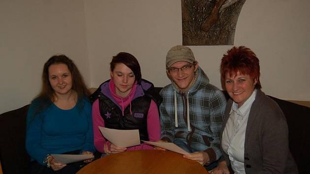 Michael (třetí zleva) v rámci projektu Ida, ve kterém se mladí Němci učí česky, navštívil Mariánské Lázně.