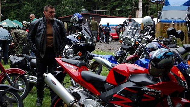 Setkání motorkářů ve Studánce