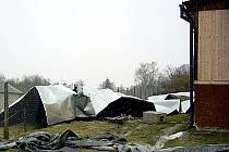Vichřice Emma strhla střechu kabin na vojtanovském hřišti