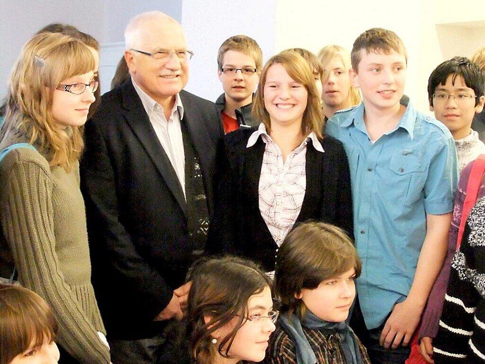 Setkat se osobně s prezidentem republiky Václavem Klausem se podaří málokomu z nás. Studenti Gymnázia a obchodní akademie v Mariánských Lázních to štěstí měli.