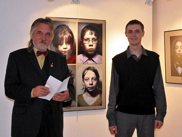 Fedor Telkov (vpravo) s ředitelem Galerie 4 Zbyňkěm Illkem.