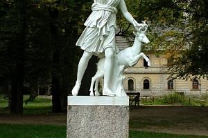 Socha Diany v parku kynžvartského zámku