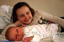 MATYÁŠ CHMEL přišel na svět v sobotu 22. listopadu v 19.17 hodin. Při narození vážil 3650 gramů a měřil 51 centimetrů. Tatínek Ludvík a osmiletá Kristýnka se těší, až budou mít maminku Andreu a malého Matyáška doma Chebu.
