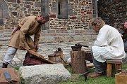 Na chebském hradě se konal o víkendu VII. ročník hradních středověkých slavností.