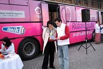 Růžový autobus