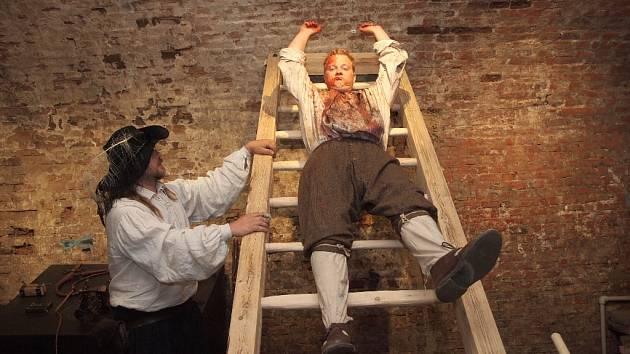 Ochutnávka expozice práva útrpného. Ta se nachází  v barokním podzemním labyrintu pod chebským hradem.