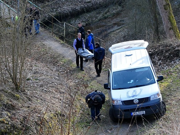 Co stálo za skonem člověka na Seebergu, to zjišťují policisté. Tělo leželo v potoce pod hradem. Případ se stal v pátek odpoledne.